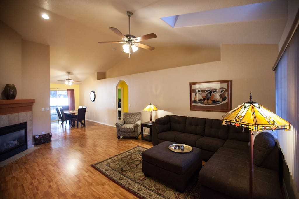Spacious Living Room with Big Screen TV, 100 channels, internet, Netflix and more.