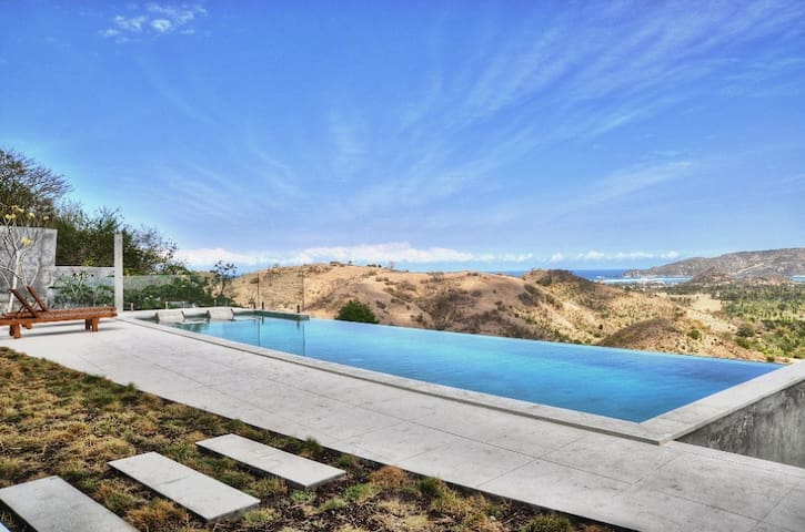 Villa Alasa, Private 4-BR Villa with Infinity Pool