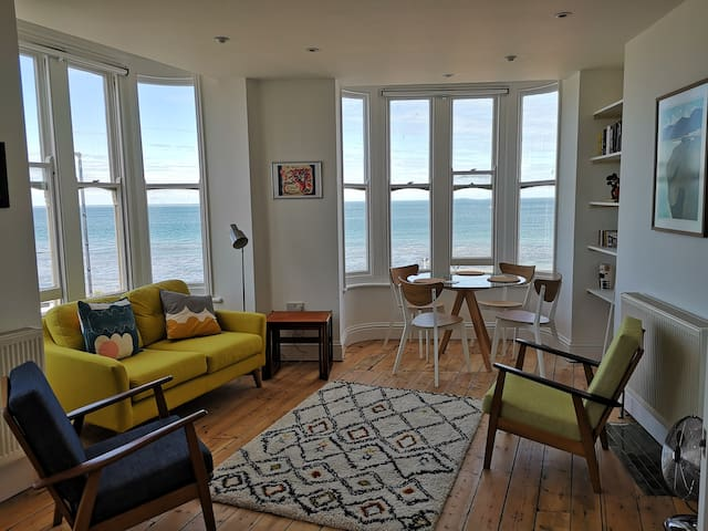 Spectacular sea views in iconic building