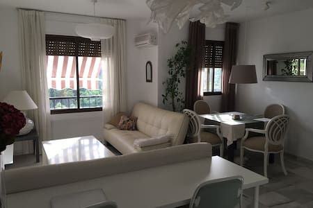 New magical apartment with terrace and sea views. - Marbella - Apartment