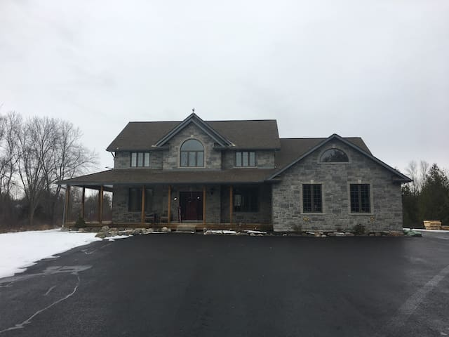 Private use of Large Home with 3 Bdrms & HotTub