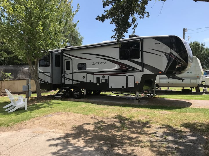 Beautiful Heartland 5th Wheel RV