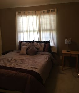 Cozy Private Room - Pet Free - Keller