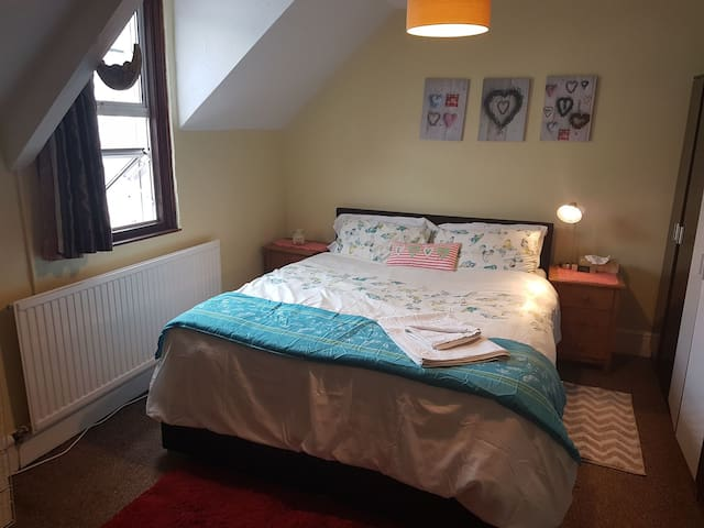 Double room for leisure/work stay with breakfast.