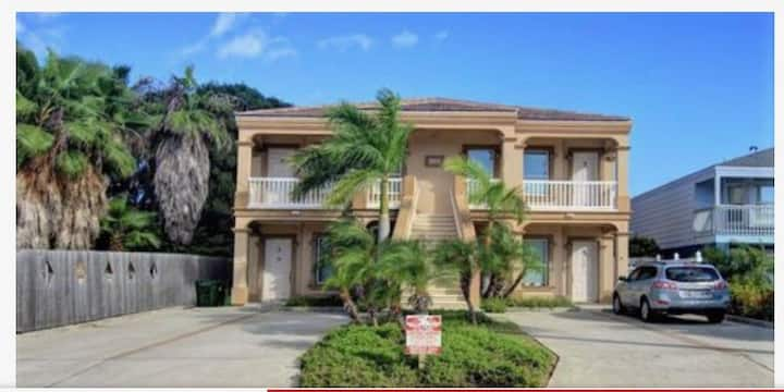 Beautiful SPI condo walking distance to beach gulf