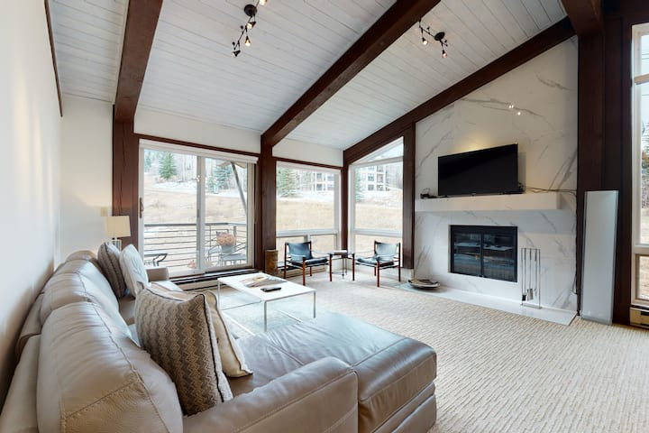 Ski-in/ski-out condo on Assay Hill w/shared pool and hot tub/sauna/balcony/WiFi!