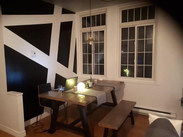 Chaleureux appartement à aire ouverte