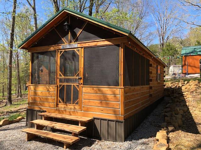One of a kind Nolin Lake Cabin-Bunkhouse