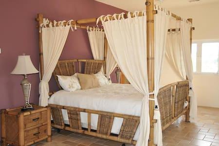 Luxury Villa, 3BR, 3.5 Bath, Ocean Front, Sleeps 8