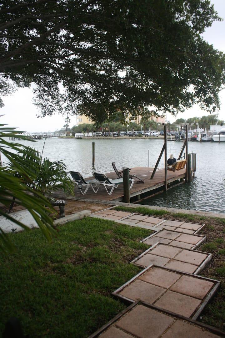 #1 Isla Vista Waterfront 1 Bedroom