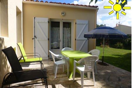 Adorable studio avec jolie terrasse et jardinet - Talmont-Saint-Hilaire - 公寓