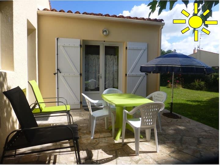 Adorable studio avec jolie terrasse et jardinet