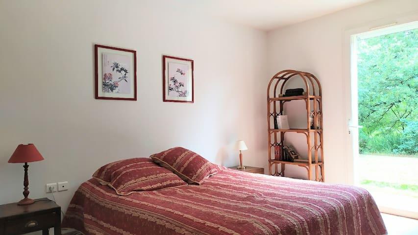 Chambre rez de chaussée  lit en 160 cm