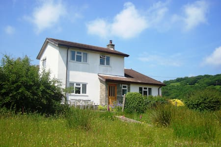 Spacious house on Sugar Loaf mountain-great views - Monmouthshire