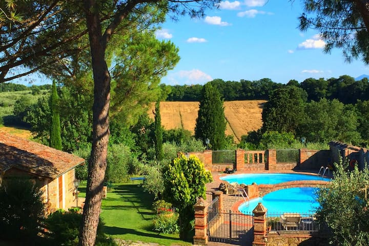 In a beautiful property with pool and views of the hills of the Val di Chiana