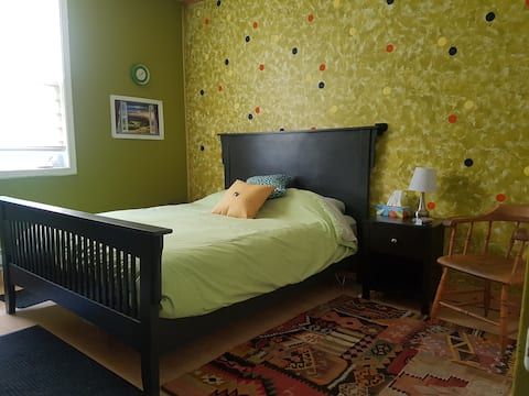 The Dalton House - clean rooms in a historic home