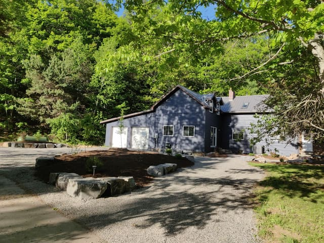 The Dwight Beach House - Lake of Bays