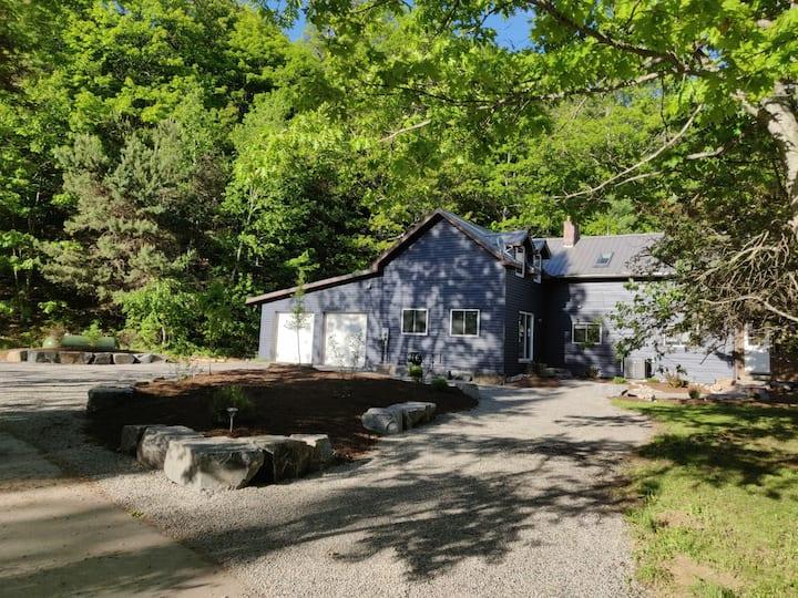 The Dwight Beach House - Lake of Bays