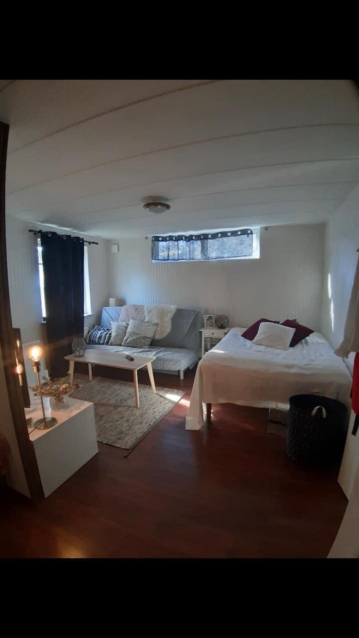 Fint rum i villa, egen ingång i Segeltorp