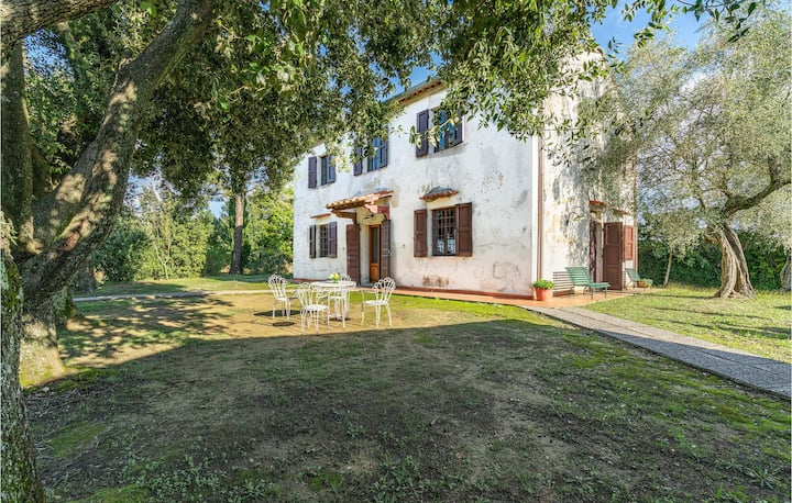 Awesome home in Forcoli-Palaia PI with 4 Bedrooms