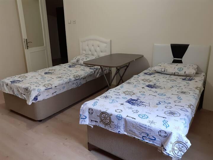 Merkezi rahat güzel temiz bir oda (2 kişilik)