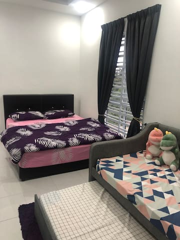 2nd bedroom with queen and sofa bed