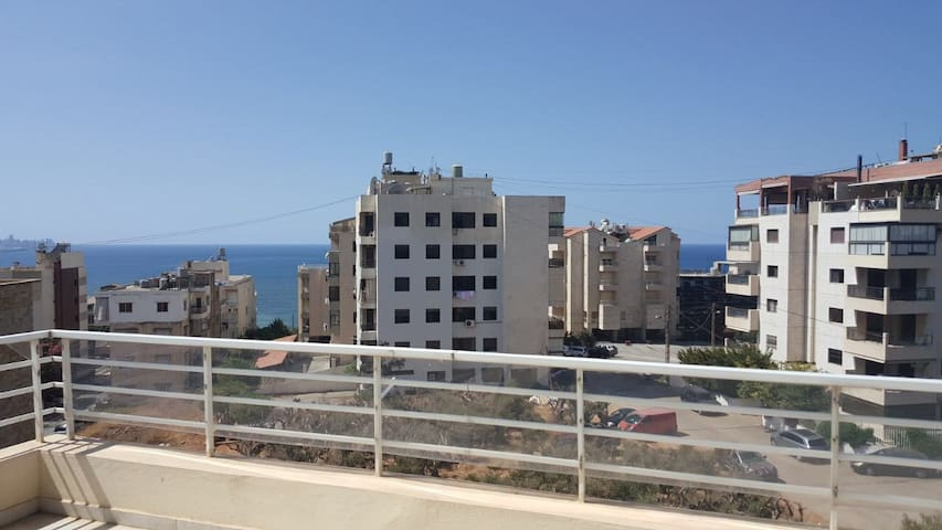 Luxury Condo next to the sea and all amenities