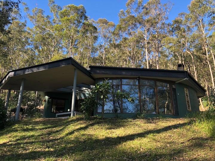 Artistic Mudbrick Round House in beautiful Bush.