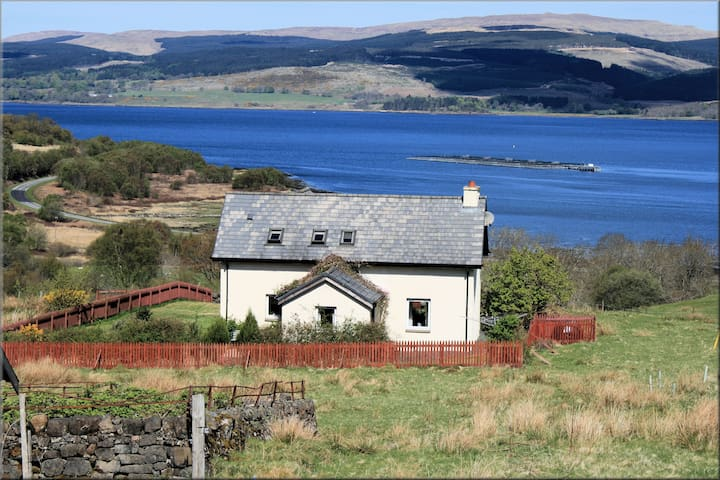Lovely traditional family house by the sea - Isle of Mull - Hus
