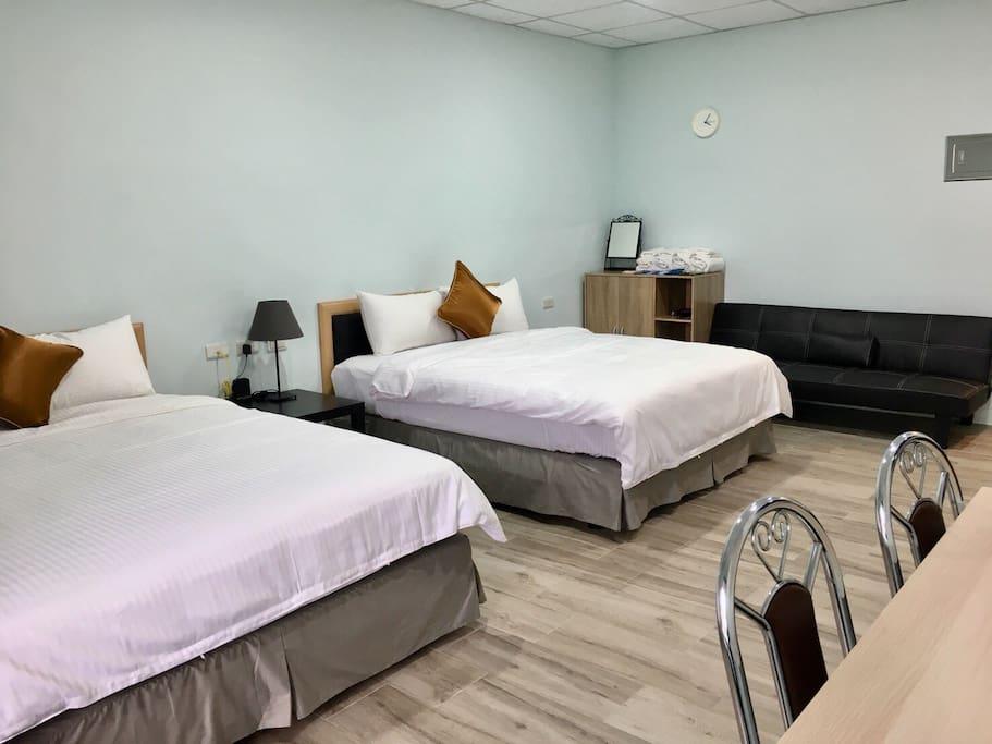 雙人床與沙發床(黑,攤開為92×175cm)