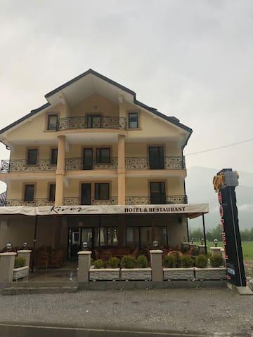 Hotel River 01