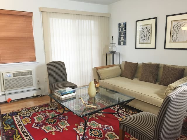Casa Costera: Asbury Park 1 BDR 2 blocks fromBeach