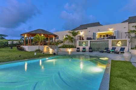 All-inclusive package included at this exquisite 7 bedroom ultra-luxury Estate. - Lancaster