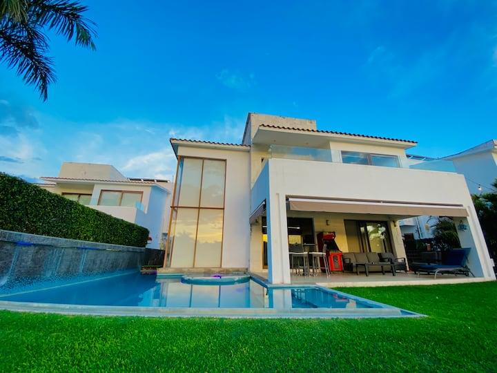 alberca dentro de la casa c/ vista a lago y golf!!