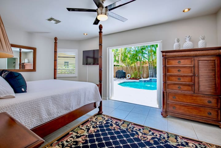 Pineapple House   Private 3BR Home & Swimming Pool