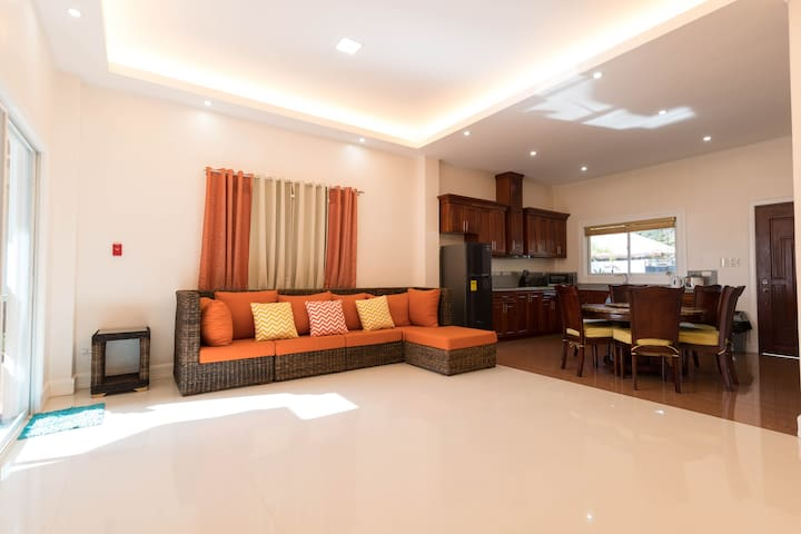 UNIT 4, The Courtyard condo sea and garden view - Bacong