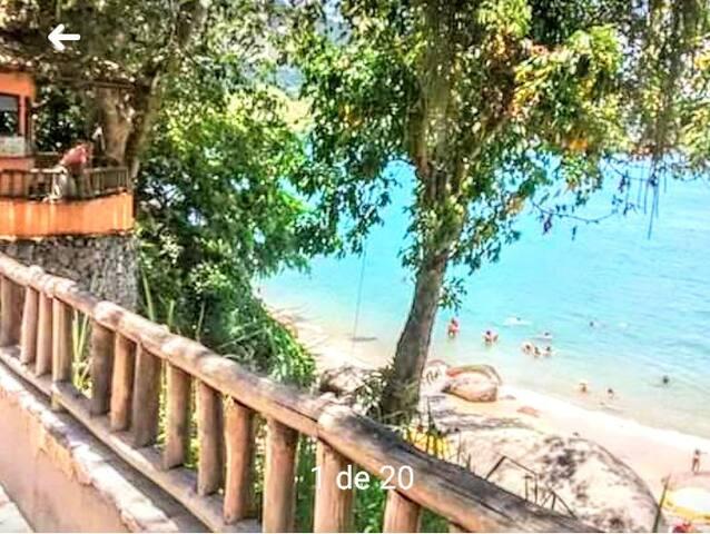 Praia das éguas, a uns 7 minutos de carro ou ônibus.