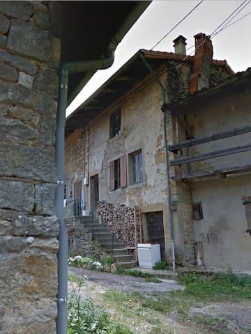 Maison de village rustique à la campagne - Saint-Rambert-en-Bugey - House