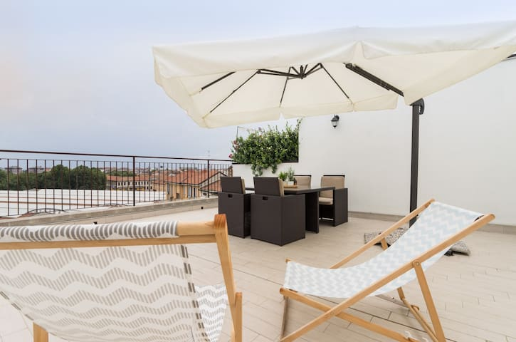 Sunny flat with roof terrace-centre