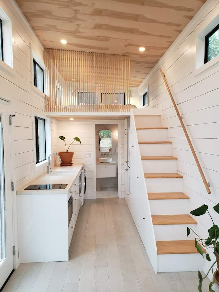Henley - NEW Luxury Tiny Home in Fredericksburg