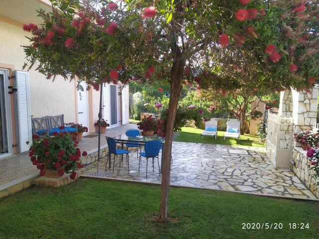 Summer Village House Popi