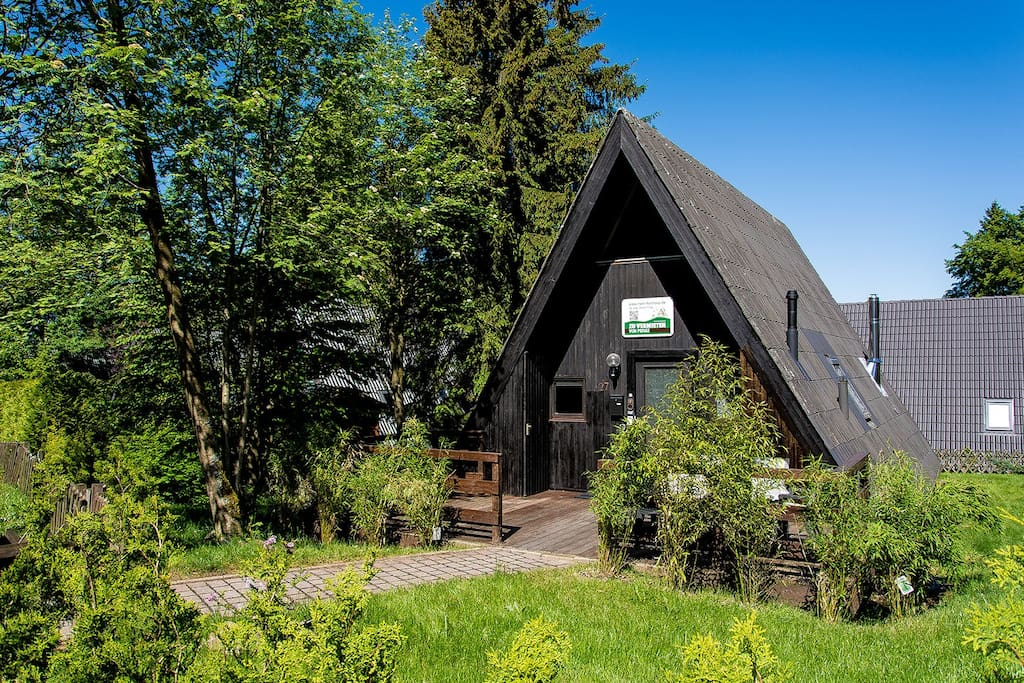 sch nes nurdachhaus am waldsee in den harz bergen h user. Black Bedroom Furniture Sets. Home Design Ideas