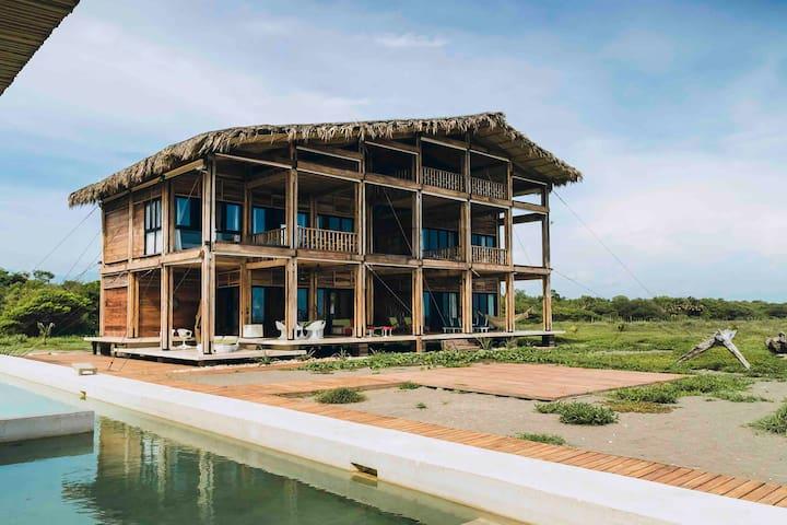 Itaca ecolodge home. Costa de Chiapas, México