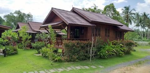 Chuenwaree#2บ้านทรงไทยในสวนริมแม่น้ำสัมผัสธรรมชาติ