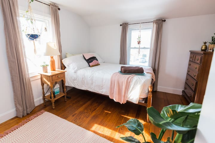 Cozy and Quirky Private Room in Elizabethtown
