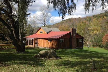 Rooms for Rent at Old Farm House - Almond - Hostel