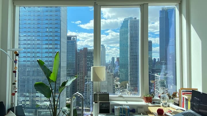 Sunny Private Suite at NYC High Rise Complex