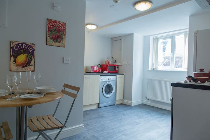 Ideally situated basement studio in Chorlton - Manchester - Daire