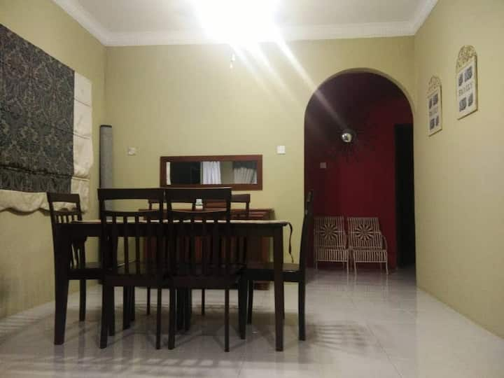 Cosy 3BD semi detech house