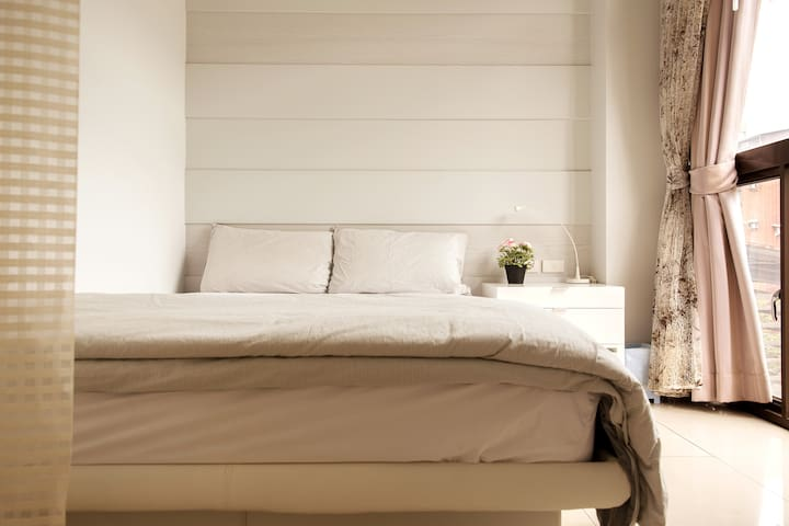 Main Bedroom(Standard Double Bed)/主臥室(標準雙人床)